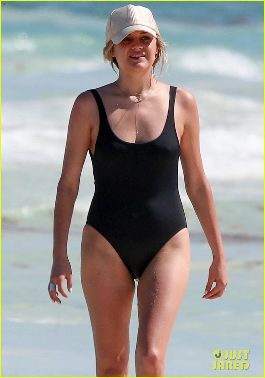 kelsea ballerini hits the beach on vacation 014277121