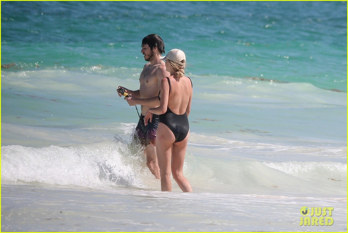 kelsea ballerini hits the beach on vacation 024277122