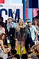 carrie underwood southbound performance at acm awards 05