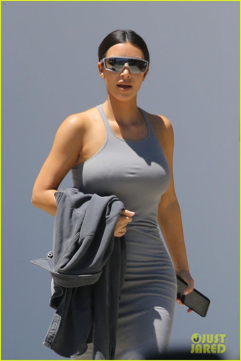 kim khloe kardashian step out for kanye west sunday service 054322028