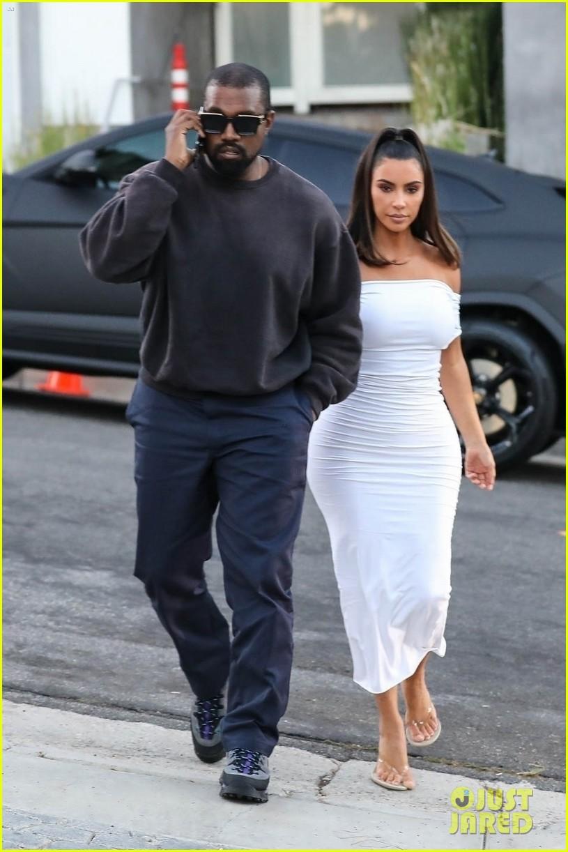 kim kardashian kanye west brad pitt at a party 104316953
