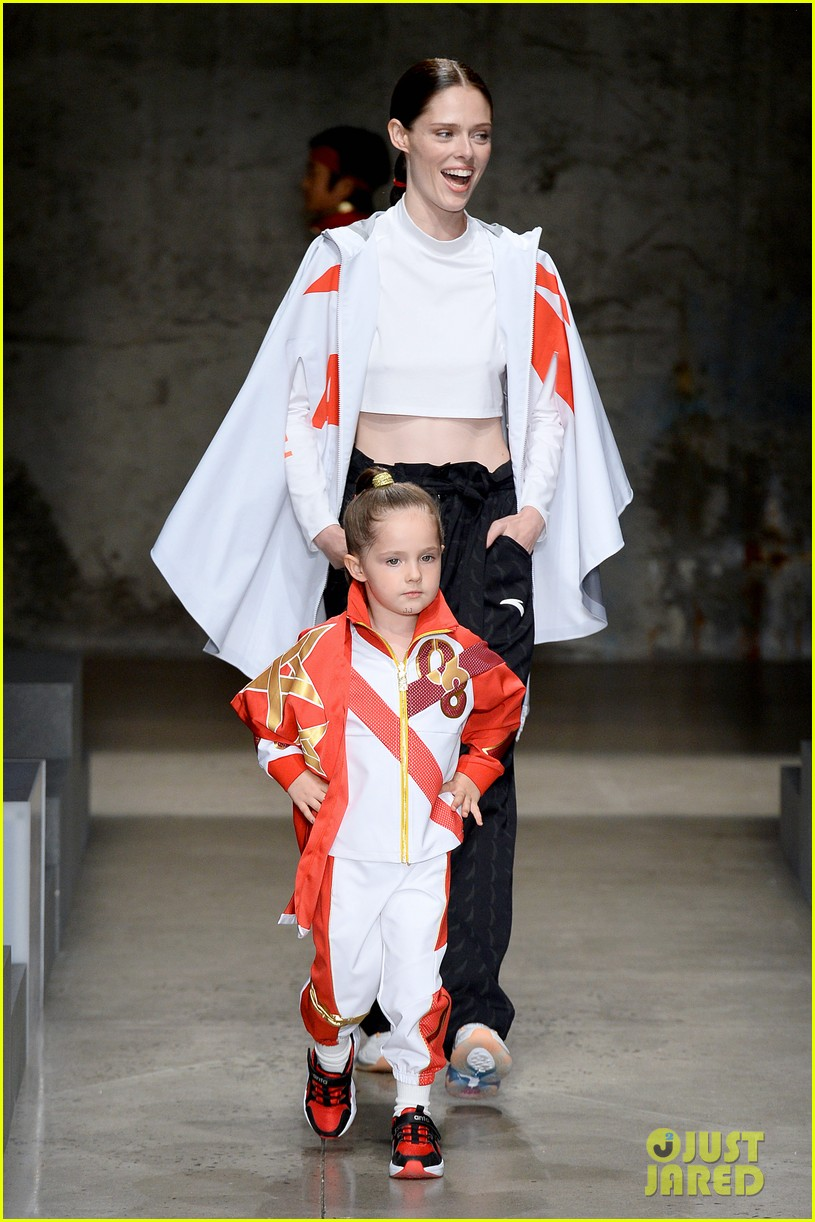 alessandra ambrosio coco rocha daughters china day anta kids fashion show 024348612