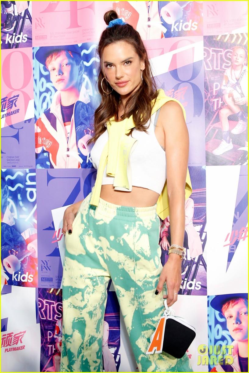 alessandra ambrosio coco rocha daughters china day anta kids fashion show 074348617