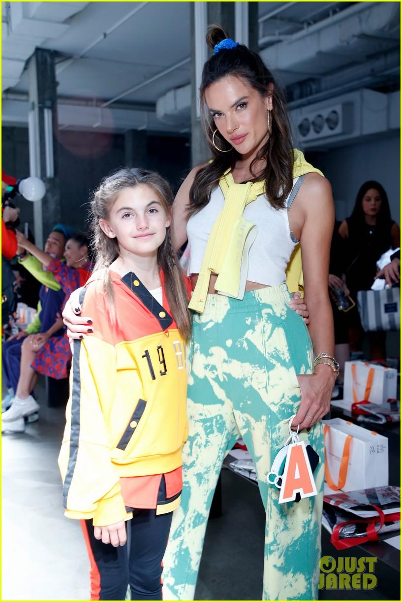 alessandra ambrosio coco rocha daughters china day anta kids fashion show 084348618
