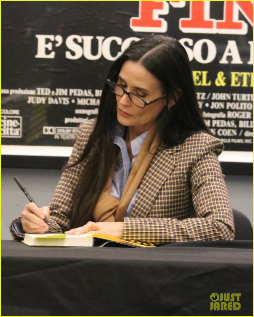 demi moore book signing september 2019 014361361