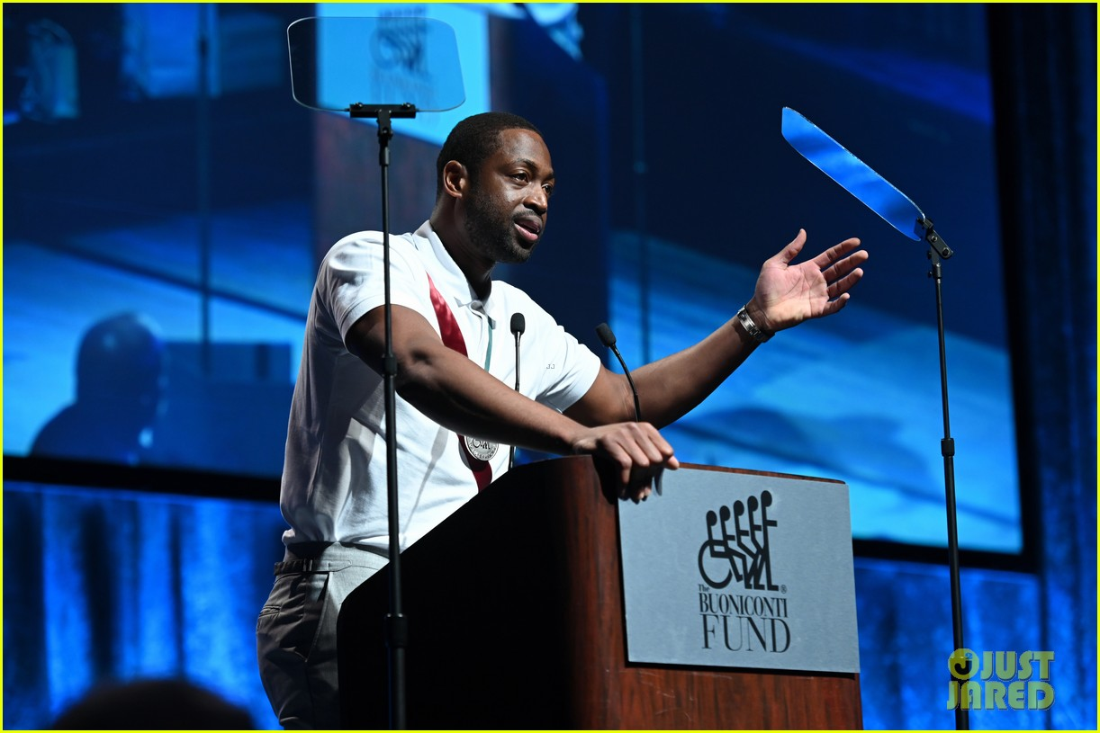 dwyane wade and lindsey vonn team up for great sports legends dinner paralysis 044367594
