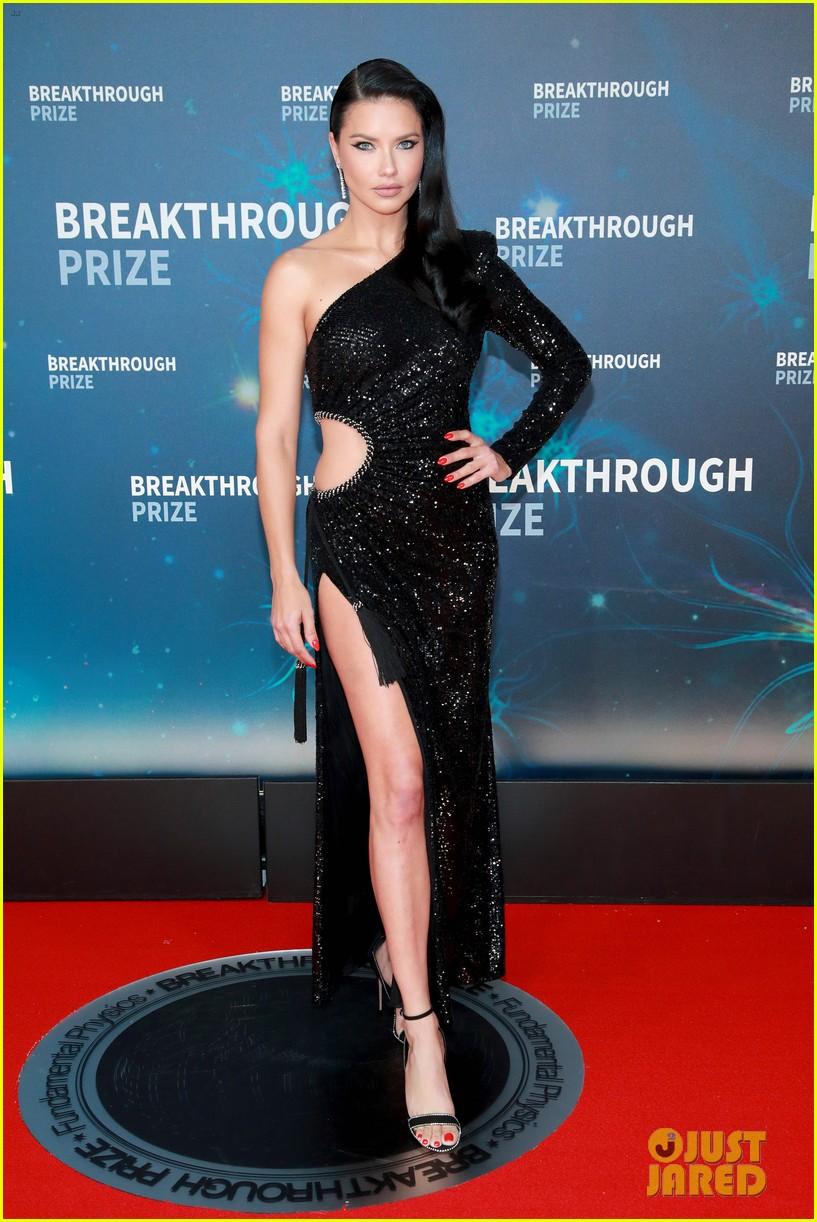 karlie kloss adriana lima go glam for breakthrough prize 054381877