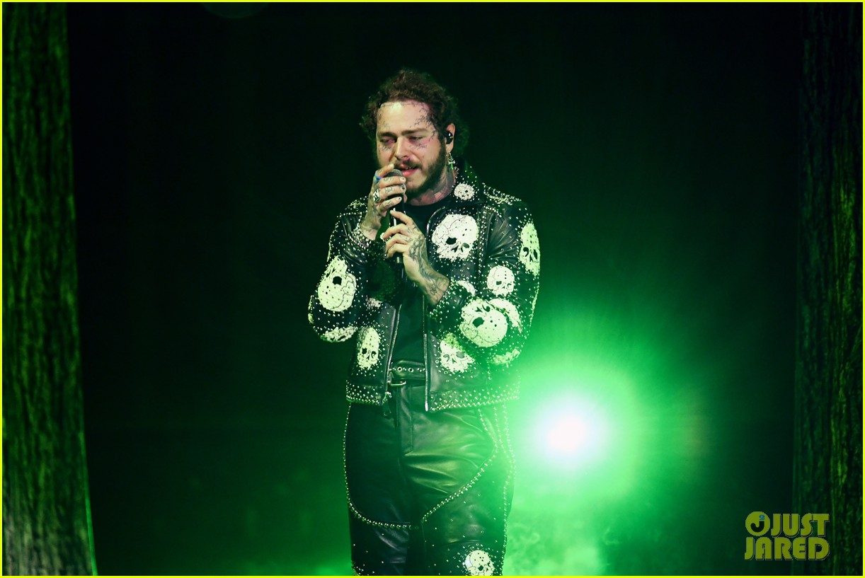 post malone performs with ozzy osbourne travis scott at amas 014393924
