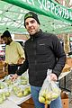 zachary quinto helps distribute food with city harvest ahead of thanksgiving 04