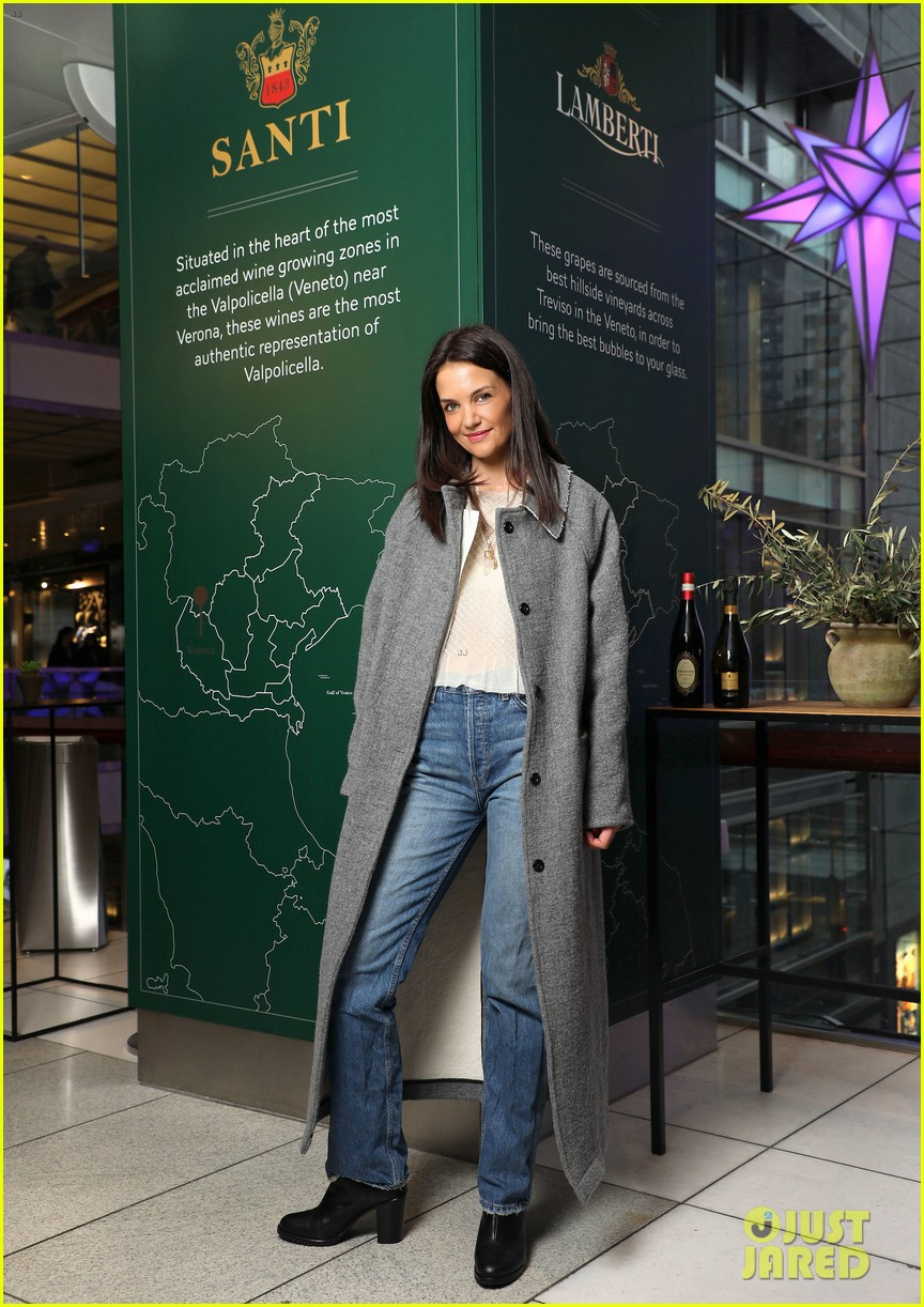 katie holmes brings holiday cheer at frederick wildman wines wrappy hour 014403736