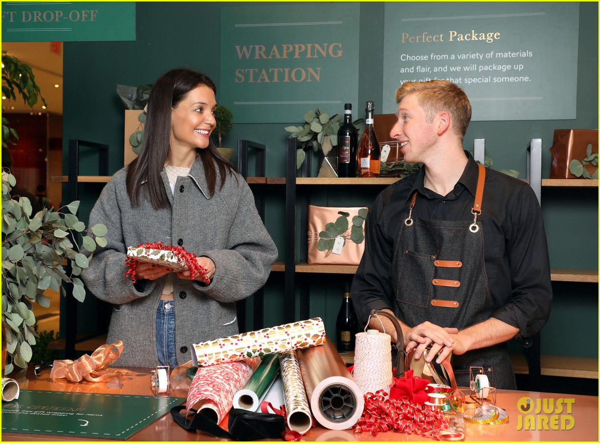 katie holmes brings holiday cheer at frederick wildman wines wrappy hour 12