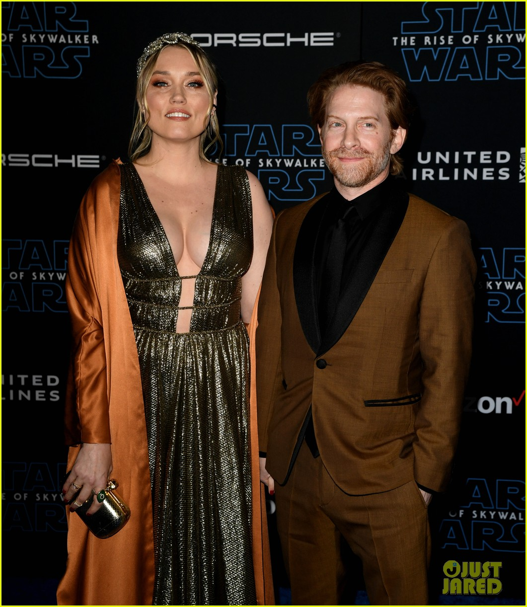jaime king kyle newman at star studded star wars the rise of skywalker premiere 084404468