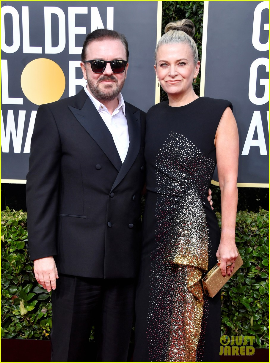 ricky gervais flashes big grin ahead of golden globes hosting duties 014409885