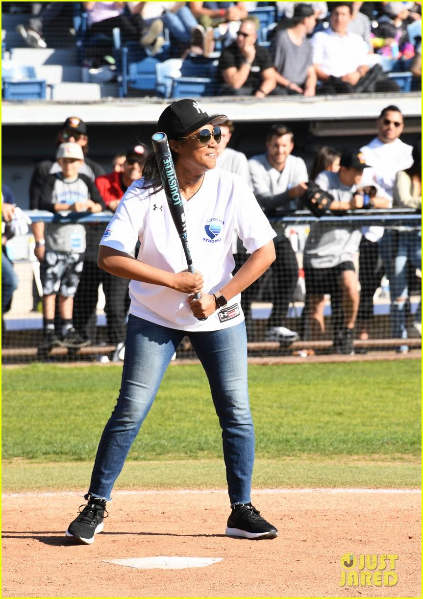 adam sandler colton underwood more team up for celebrity softball benefit game 014415334