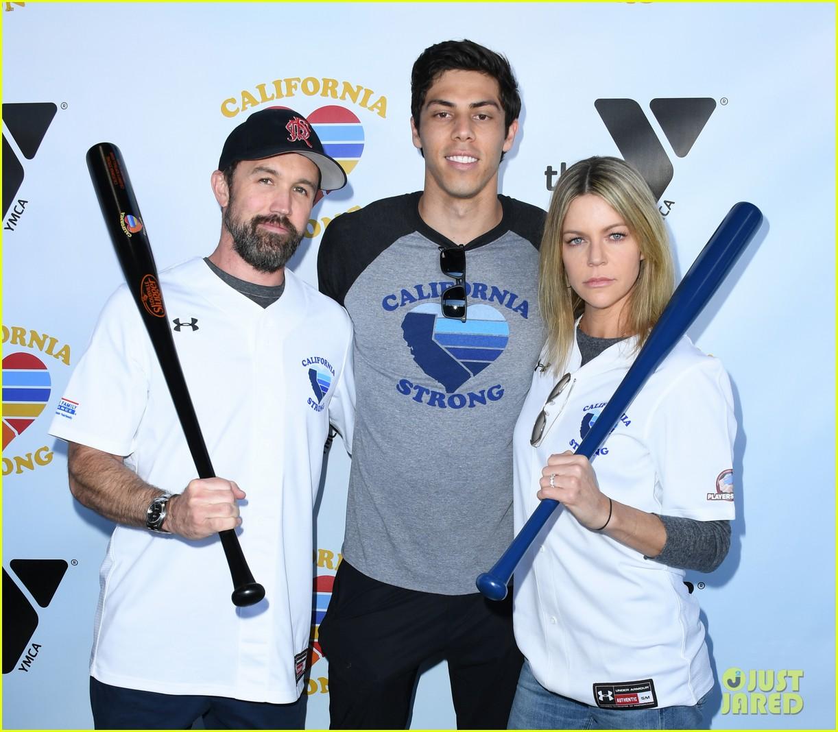 adam sandler colton underwood more team up for celebrity softball benefit game 104415343
