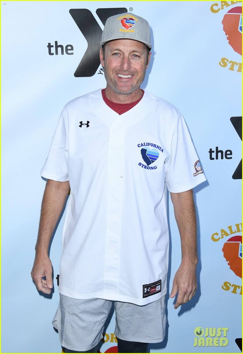 adam sandler colton underwood more team up for celebrity softball benefit game 444415377