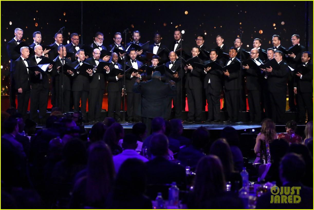 laura dern gay mens chorus spirit awards 2020 044432782