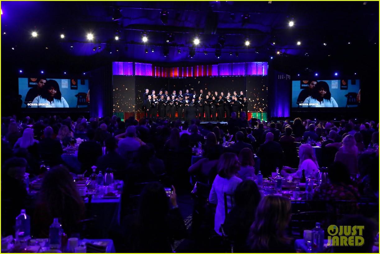 laura dern gay mens chorus spirit awards 2020 124432790