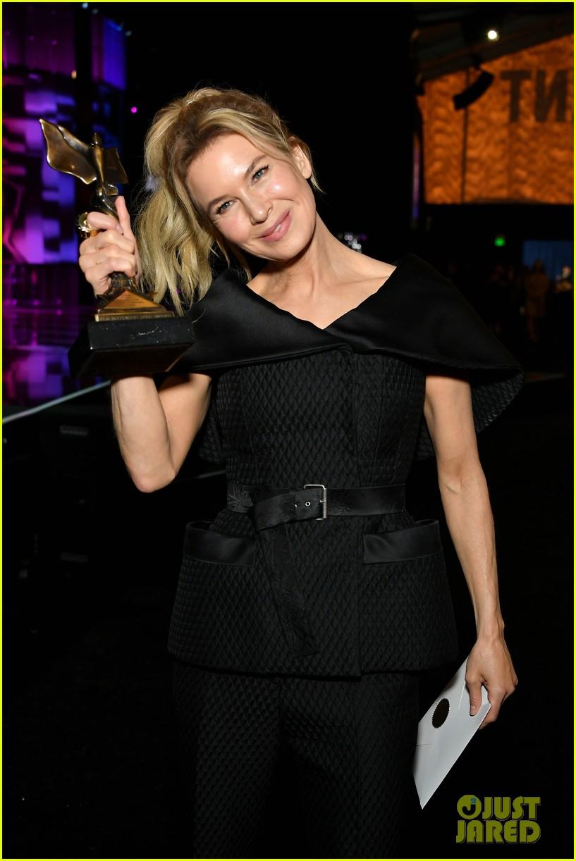 renee zellweger judy garland spirit awards acceptance speech 034432648