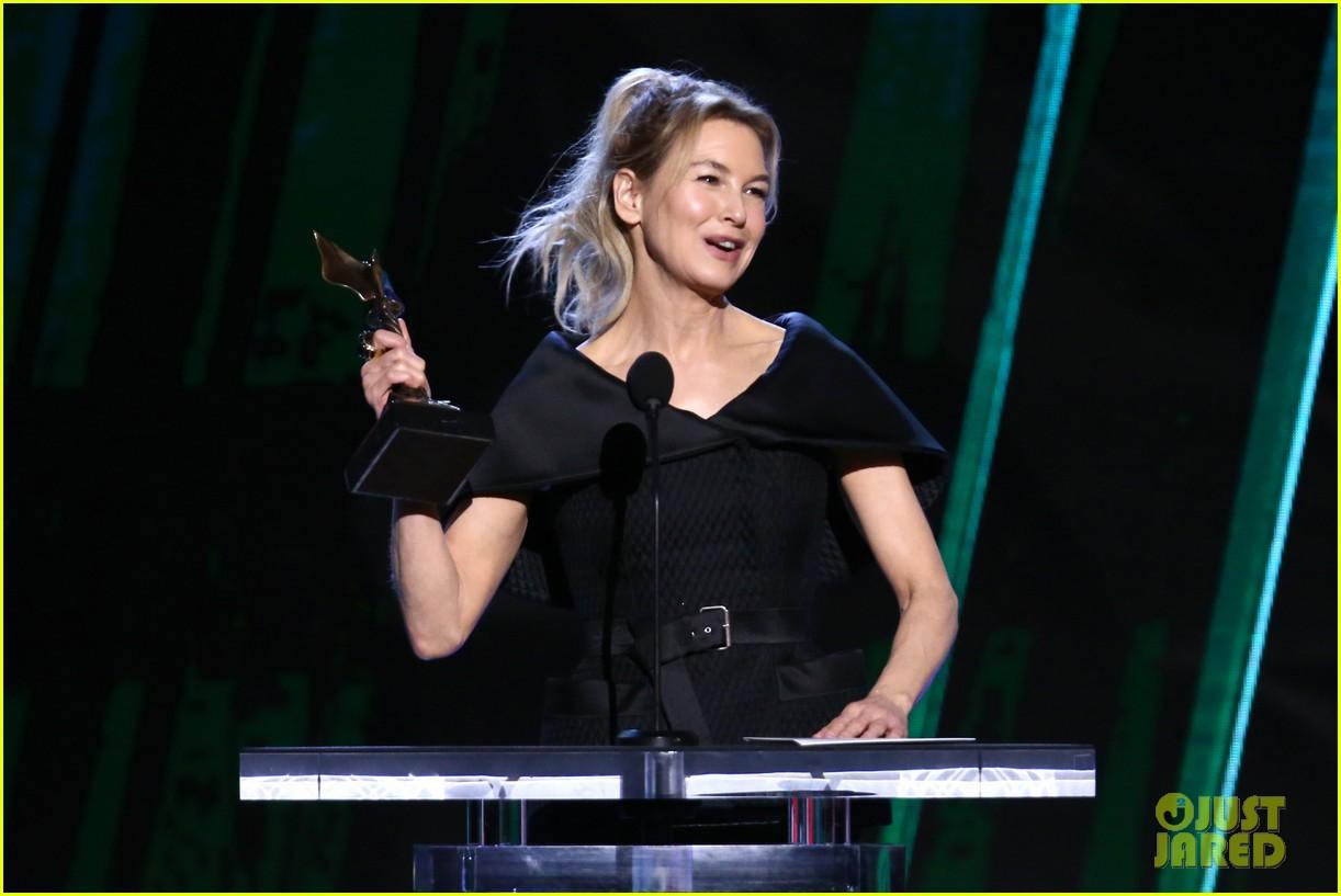 renee zellweger judy garland spirit awards acceptance speech 084432653