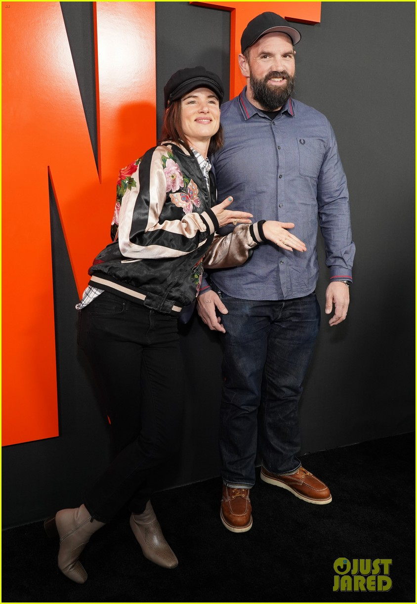 ethan suplee hunt premiere hilary swank betty gilpin more 024448081