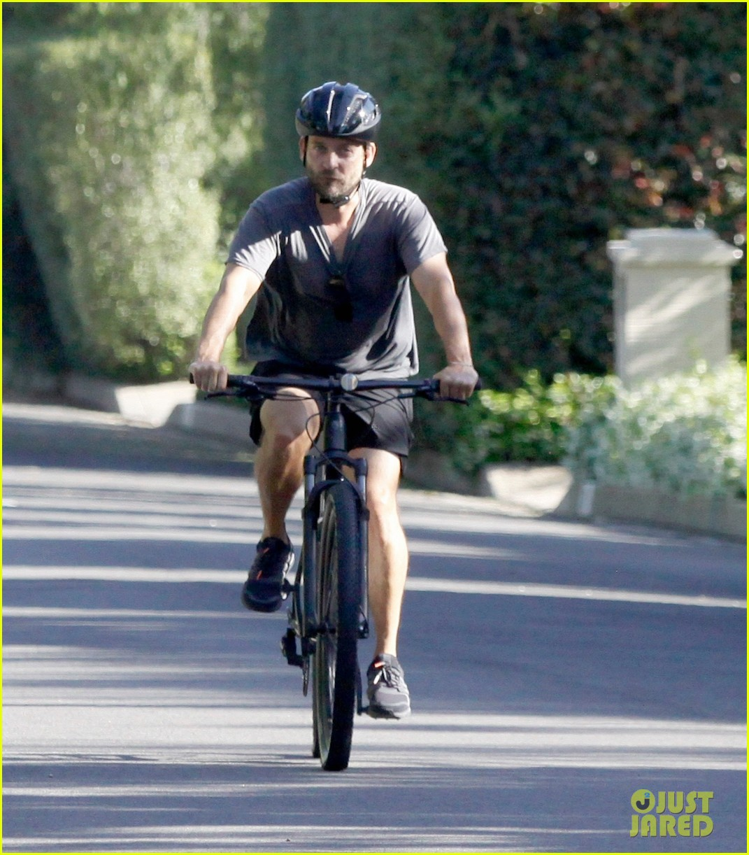 tobey maguire bike may 2020 044459320
