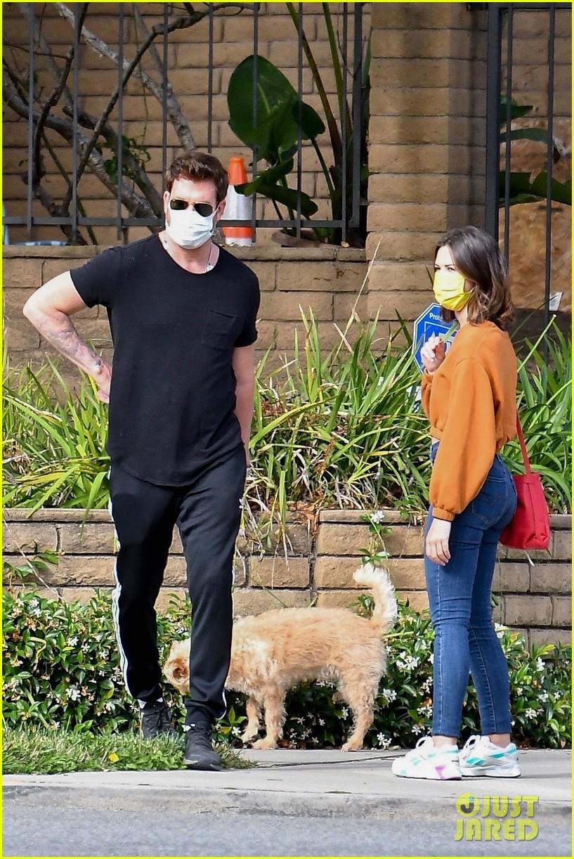 dylan mcdermott walks his dog with model erica souza 014463554