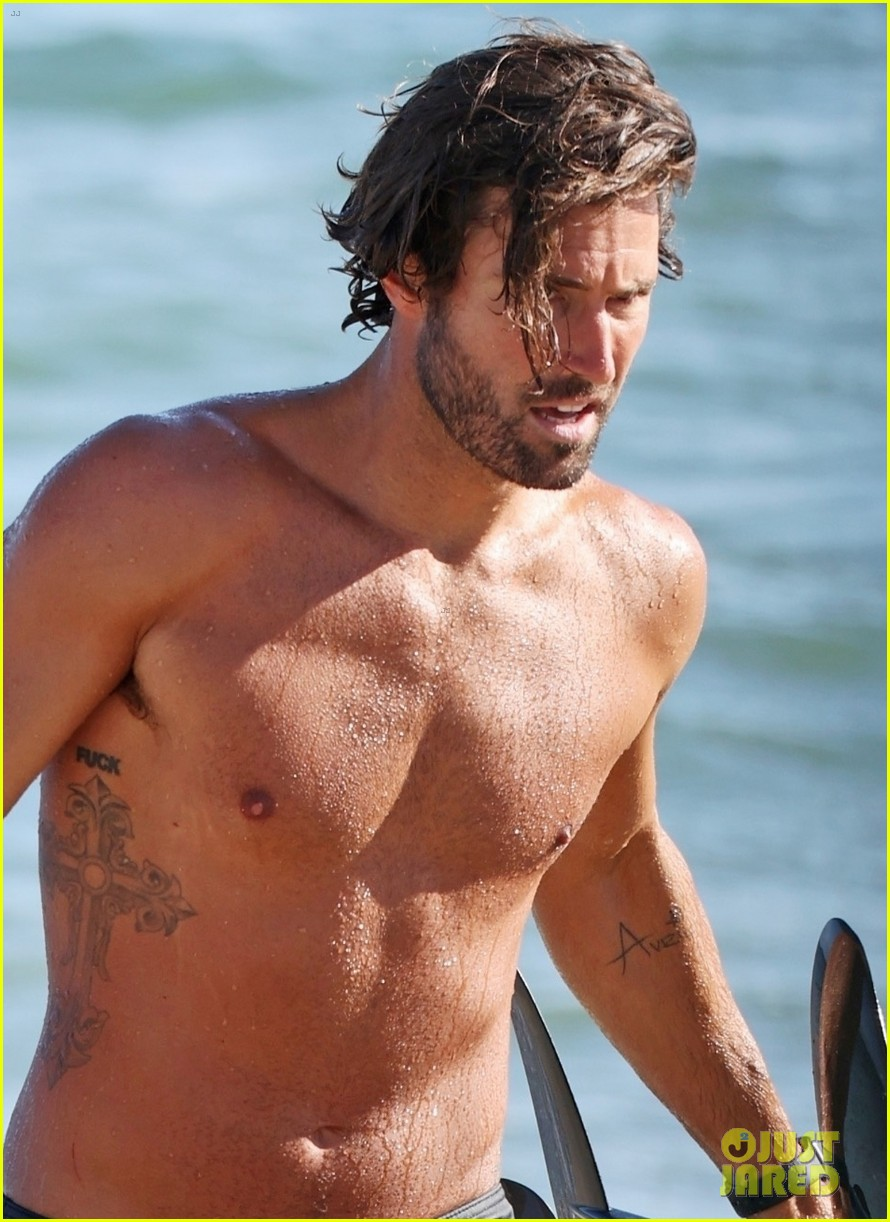 brody jenner shows off fit body going shirtless at the beach 044469910
