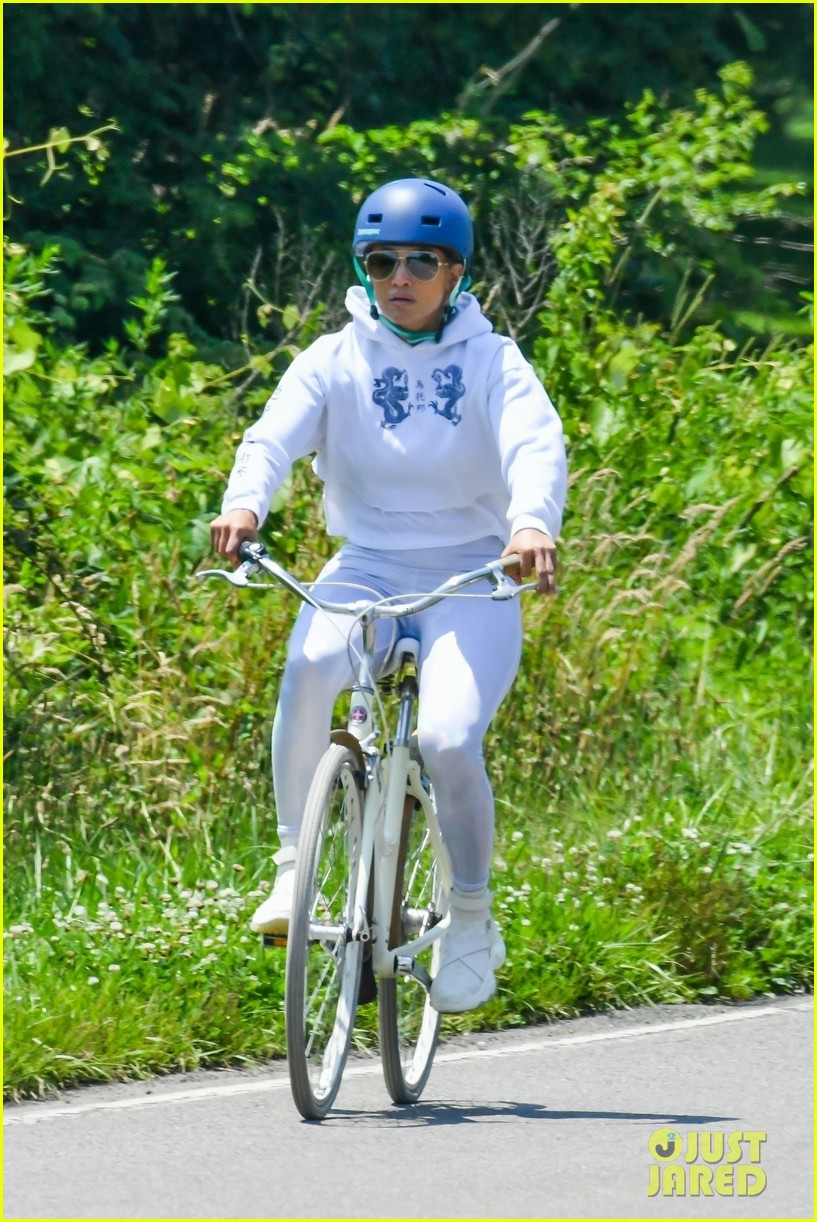 jennifer lopez bike july 2020 024468182