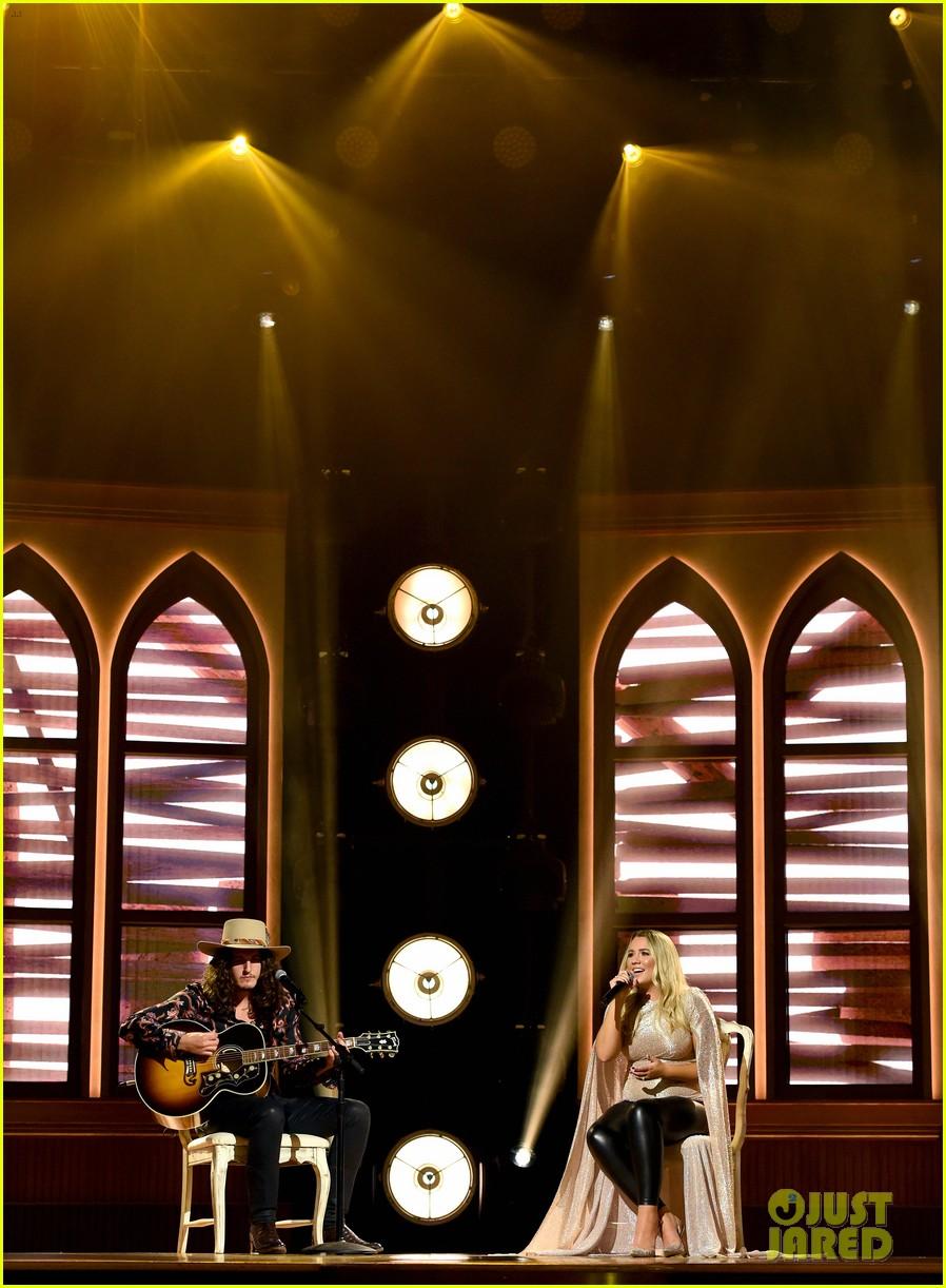 gabby barrett performs at acm awards 014483849