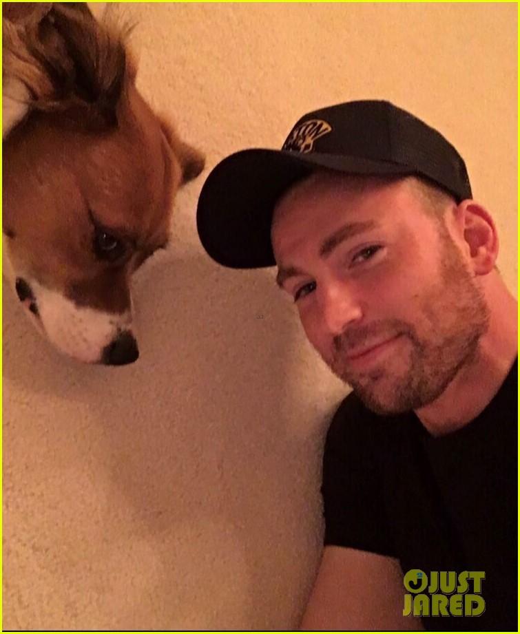 fans sharing pics of chris evans with dog dodger 034482810