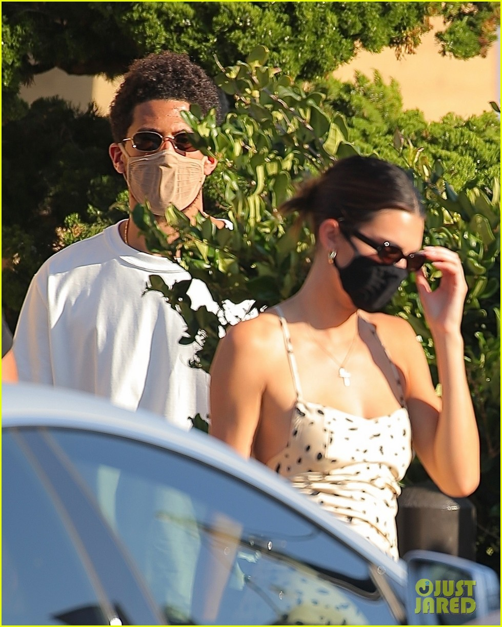 kendall jenner grabs lunch with devin booker at nobu 044480890