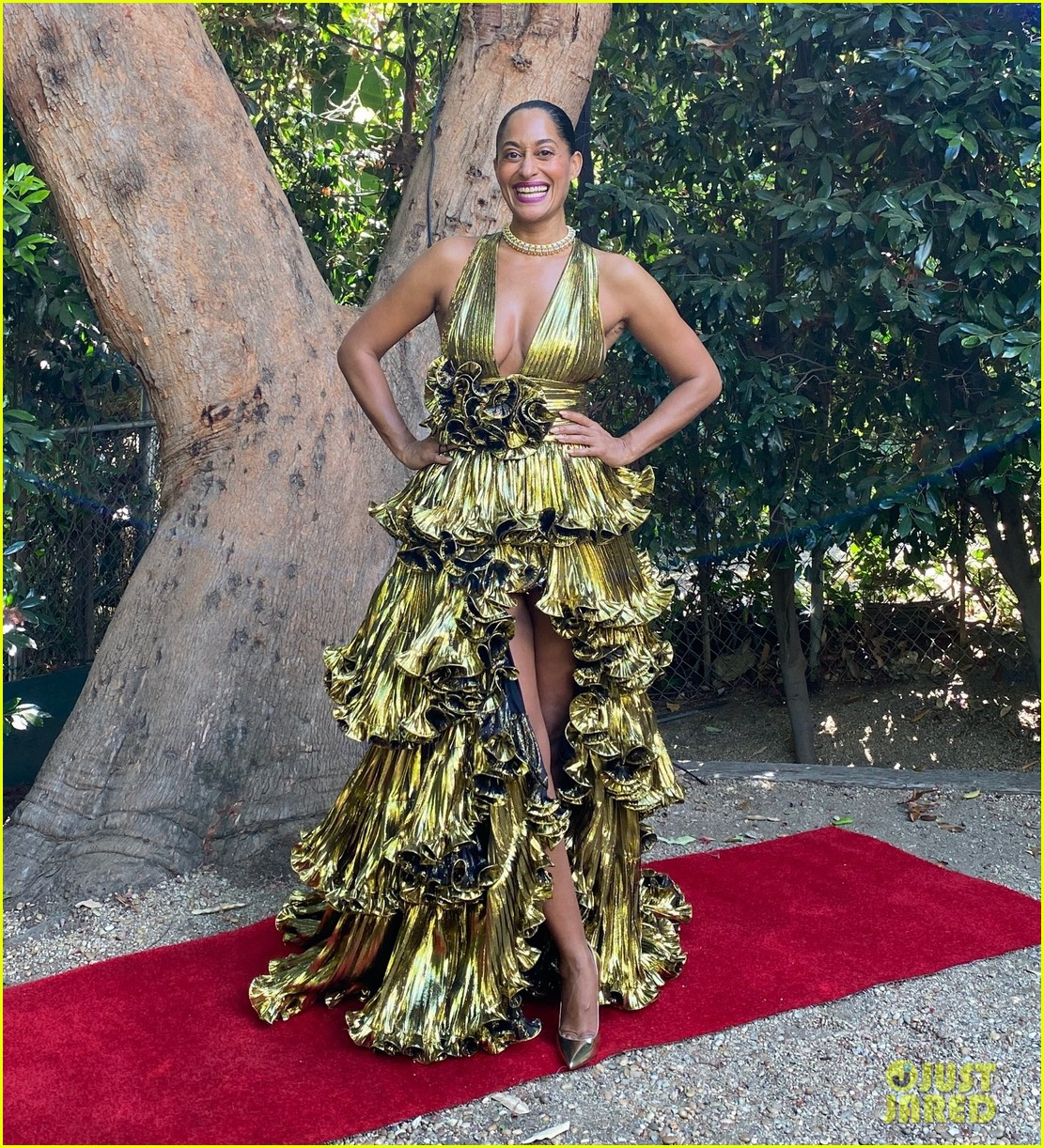 tracee ellis ross goes glam emmys at home 014485608