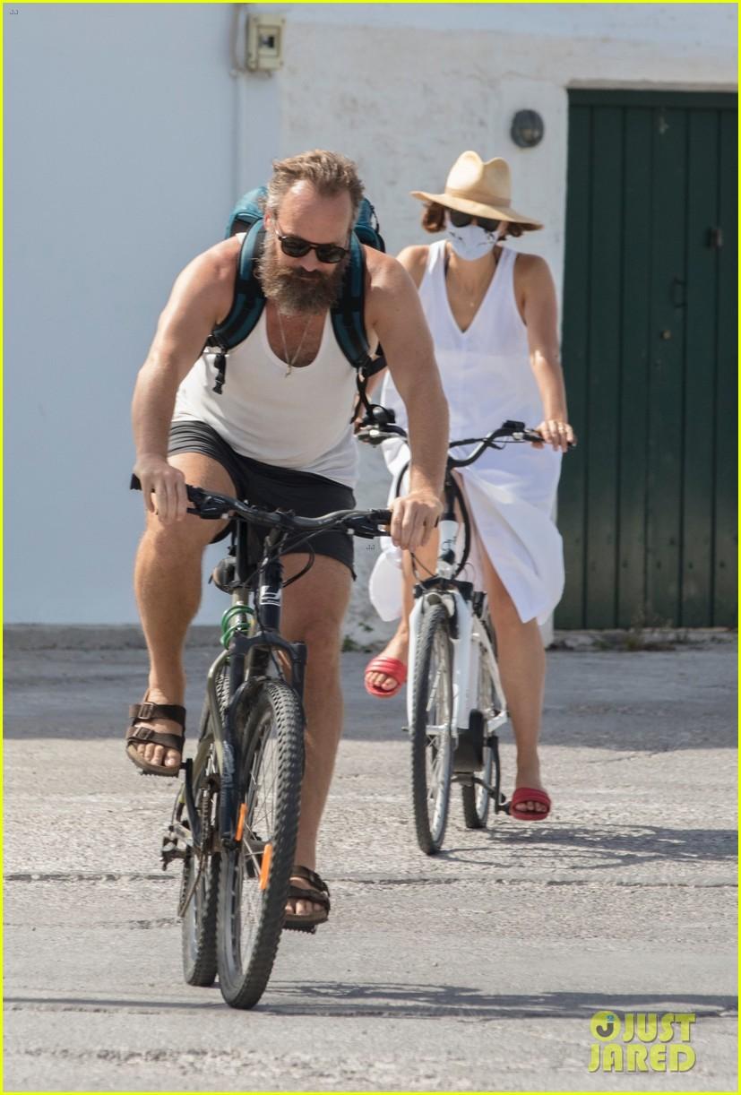 maggie gyllenhaal peter sarsgaard bike ride in greece 034491311