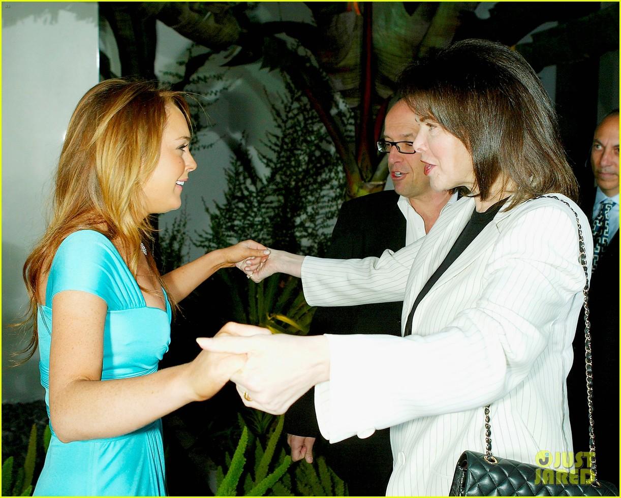 mean girls premiere in 2004 074490150