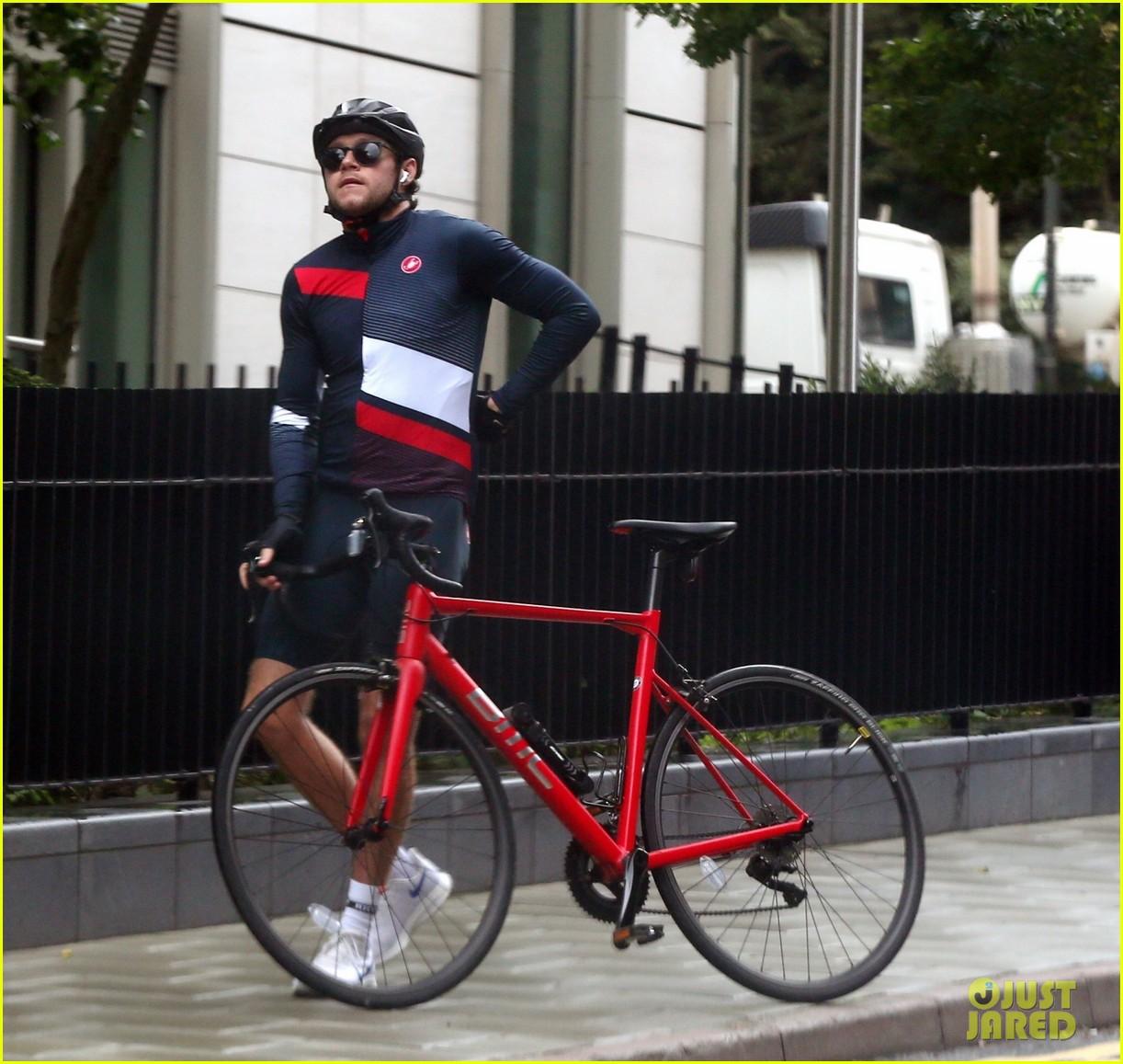 niall horan on a bike ride 054491377