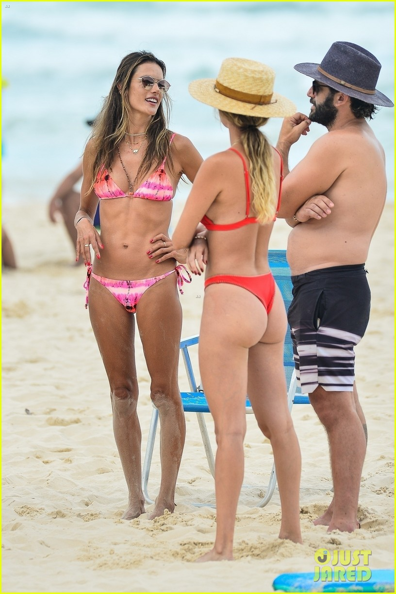alessandra ambrosio bikini december  2020 064512604