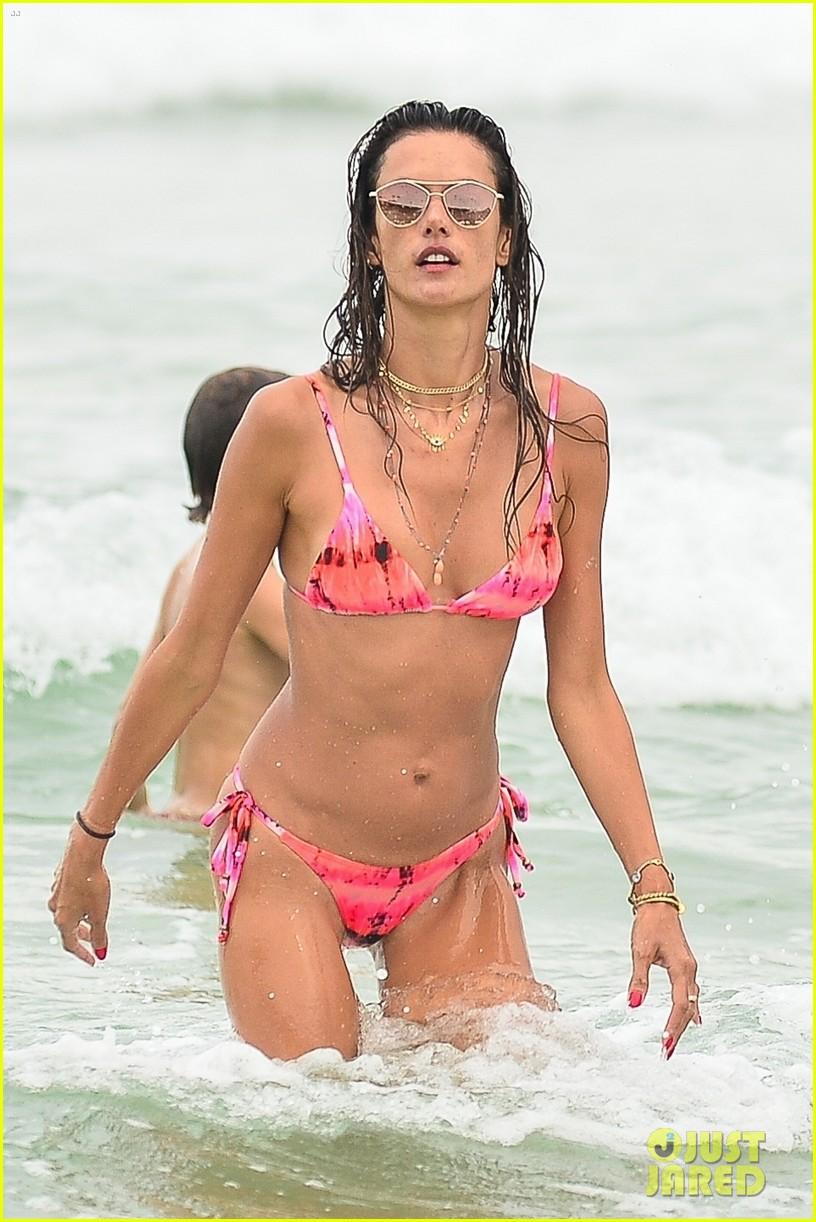alessandra ambrosio bikini december  2020 68