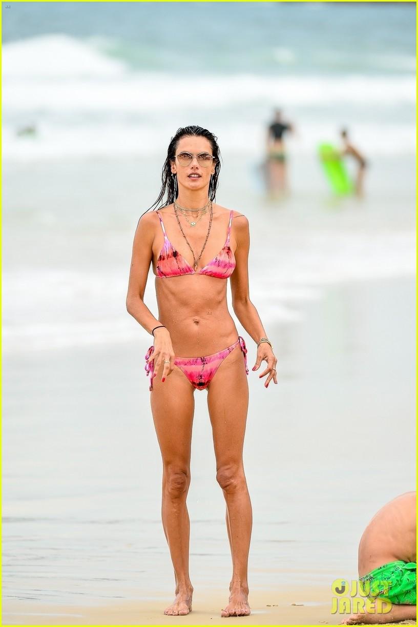 alessandra ambrosio bikini december  2020 754512629