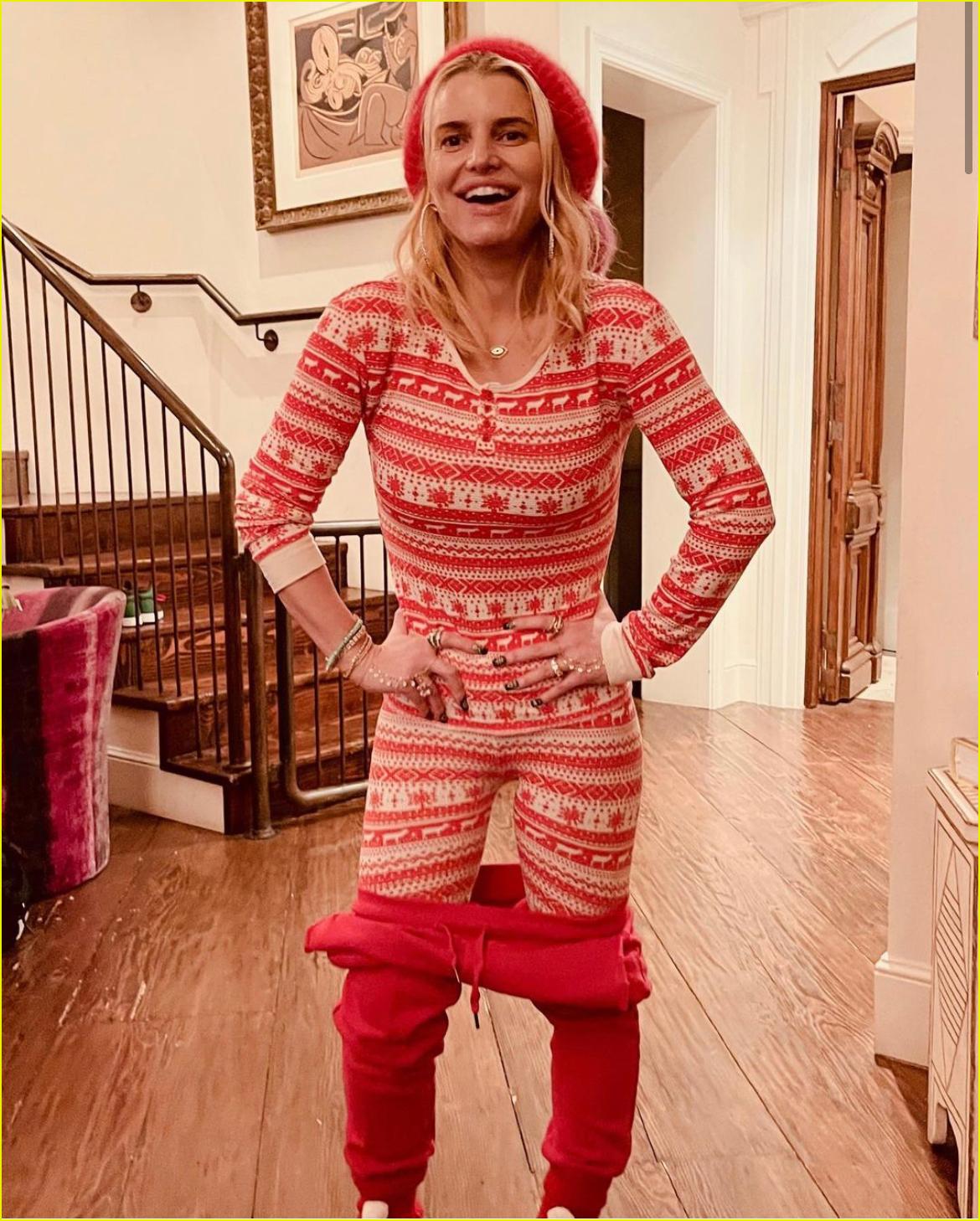 jessica simpson 100lb weight loss christmas pajamas 044511959