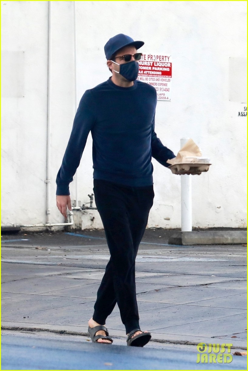 zachary quinto cool in blue picking up breakfast 094512435