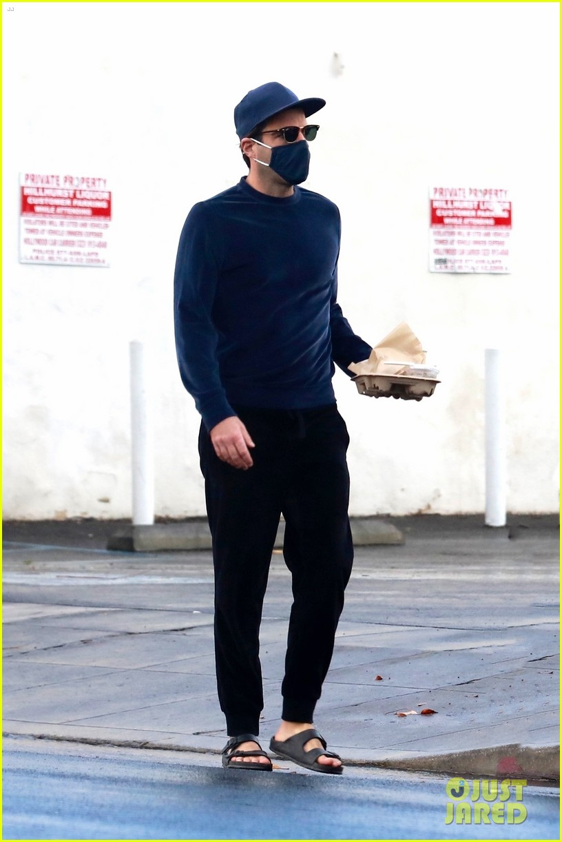 zachary quinto cool in blue picking up breakfast 114512437