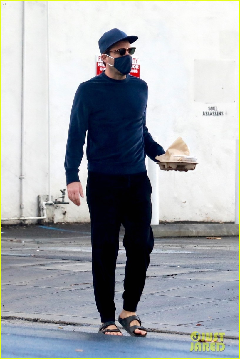 zachary quinto cool in blue picking up breakfast 174512443