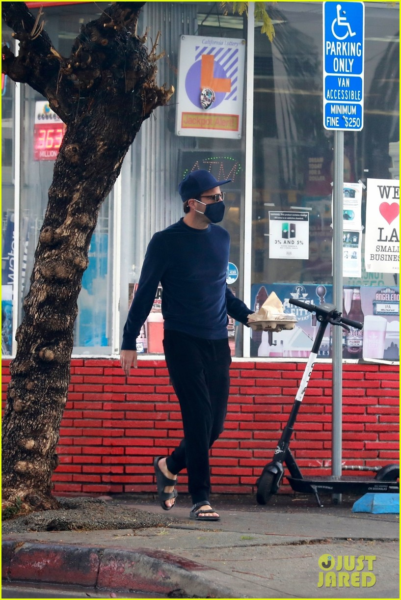 zachary quinto cool in blue picking up breakfast 194512445