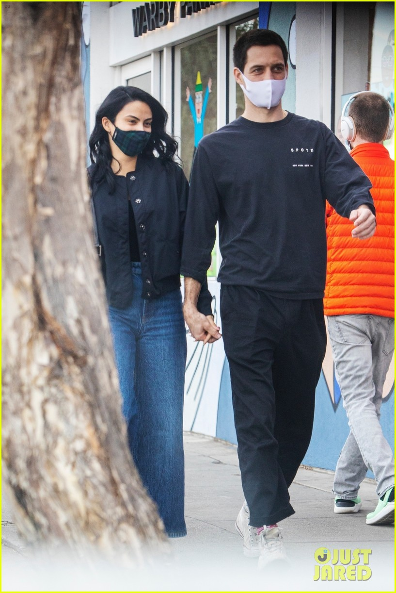 camila mendes grayson vaughan hold hands while out in los angeles 014514105