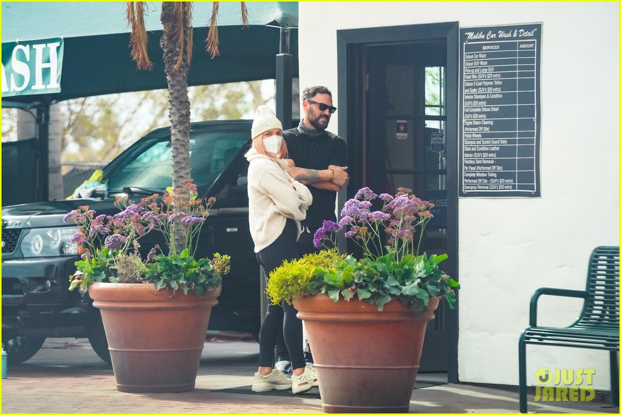 brian austin green sharna burgess couple up running errands 174521162