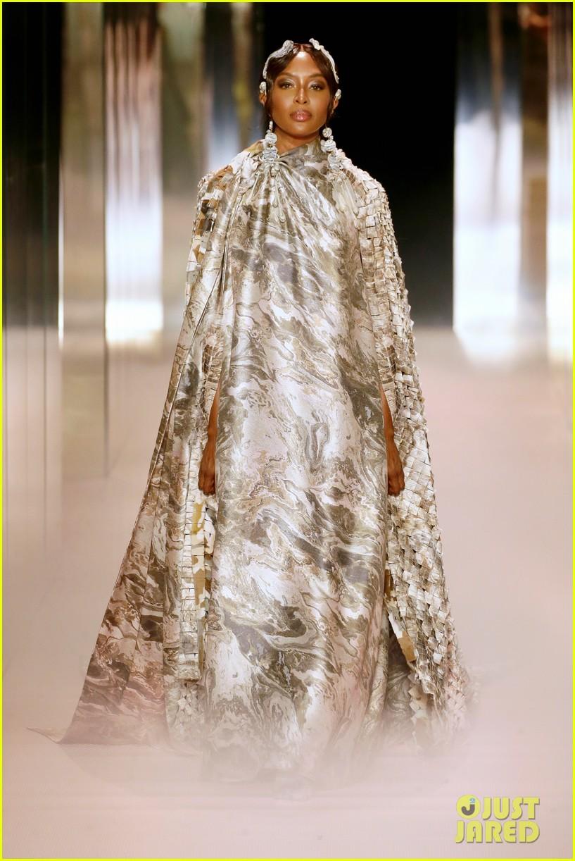 bella hadid returns to the runway fendi fashion show 014520336