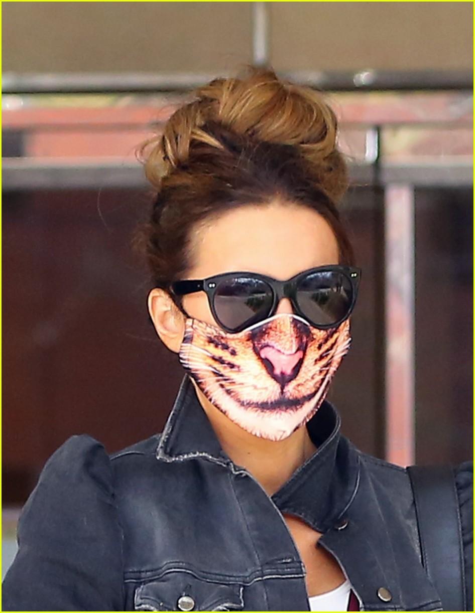 kate beckinsale cat mask 02