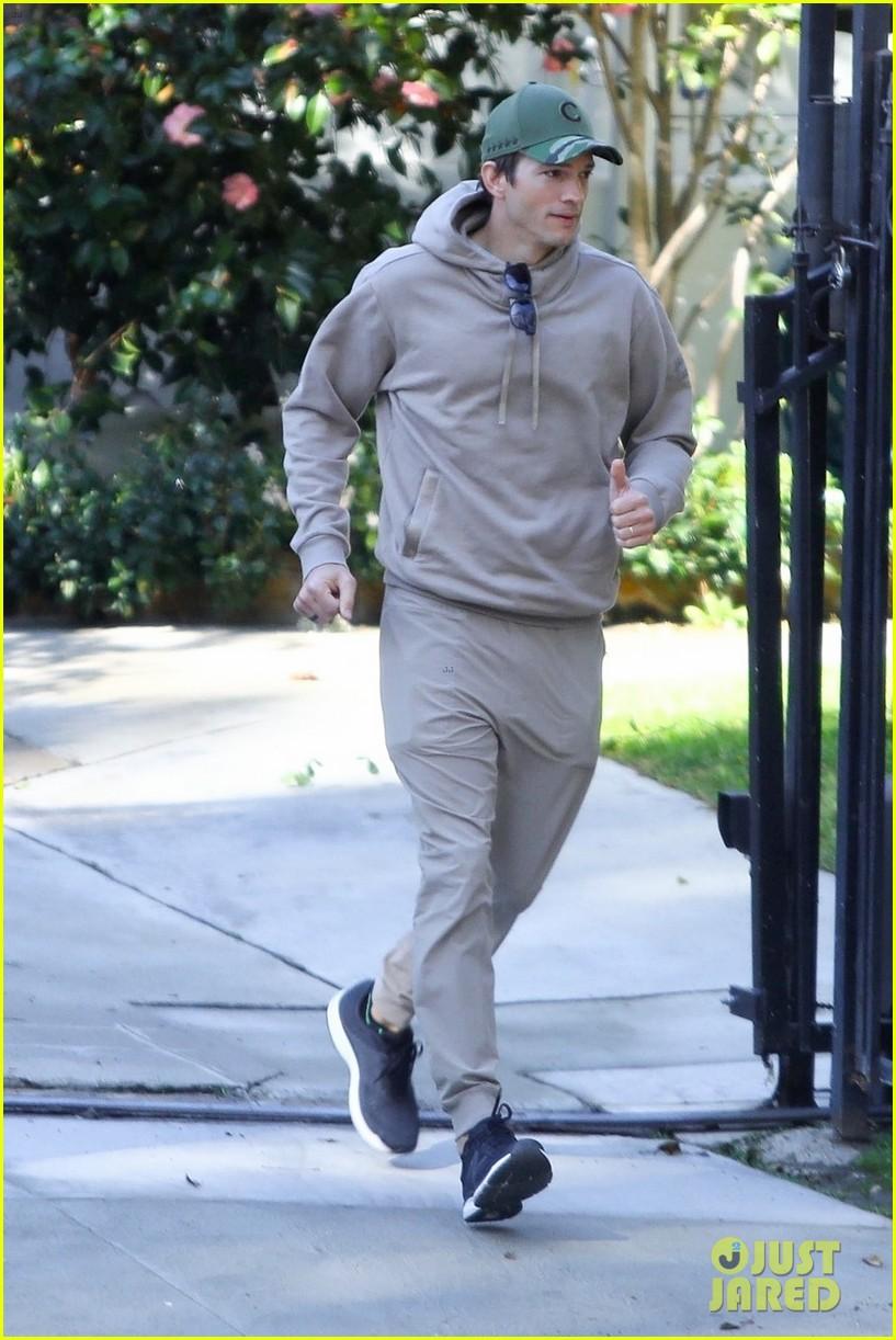 mila kunis ashton kutcher decision to do super bowl commercial 014520960