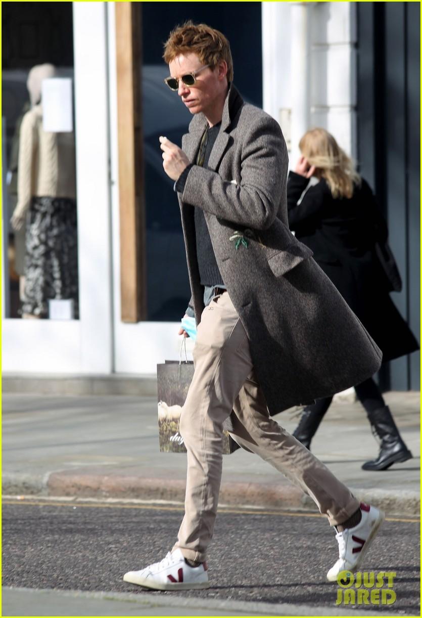 eddie redmayne spotted during break from filming fantastic beasts 034528010